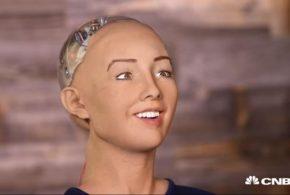 ربات سوفیا مثل انسان میخندد و اخم میكند(ویدئو)