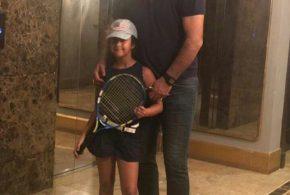 علی دایی و دخترش قبل از بازی تنیس (عکس)