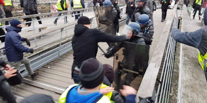 قهرمان مشت زنی فرانسه به دلیل حمایت از جلیقه زردها،یک سال زندانی شد(ویدئو)