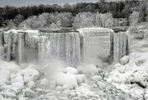 وقتی آبشار نیاگارا یخ میزند! (عکس)