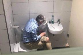 رسوایی استاد ۵۸ساله شطرنج در توالت(عکس)