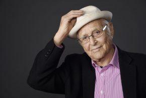 مردی که در 97 سالگی جایزه امی گرفت