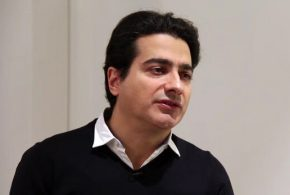 ببینید | واکنش مجری تلویزیون به رفتار همایون شجریان بعد از درگذشت پدرش